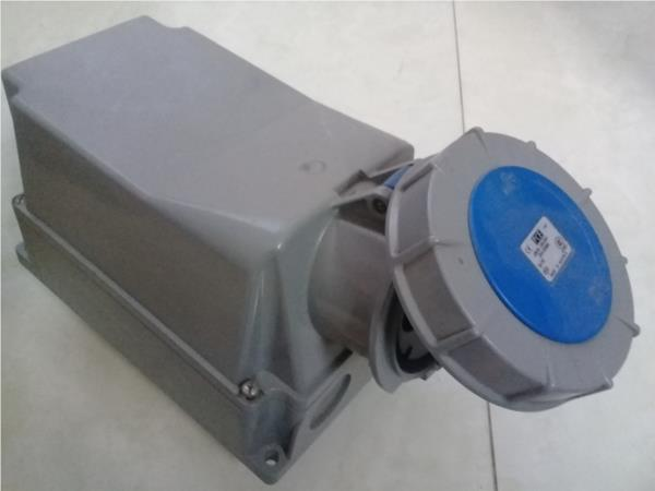 Ổ cắm gắn nổi kín nước (IP67) F143-6