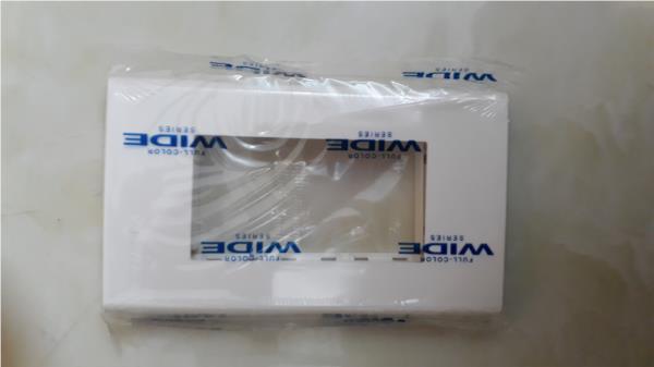 Mặt dùng cho 3 thiết bị Panasonic WEV68030SW